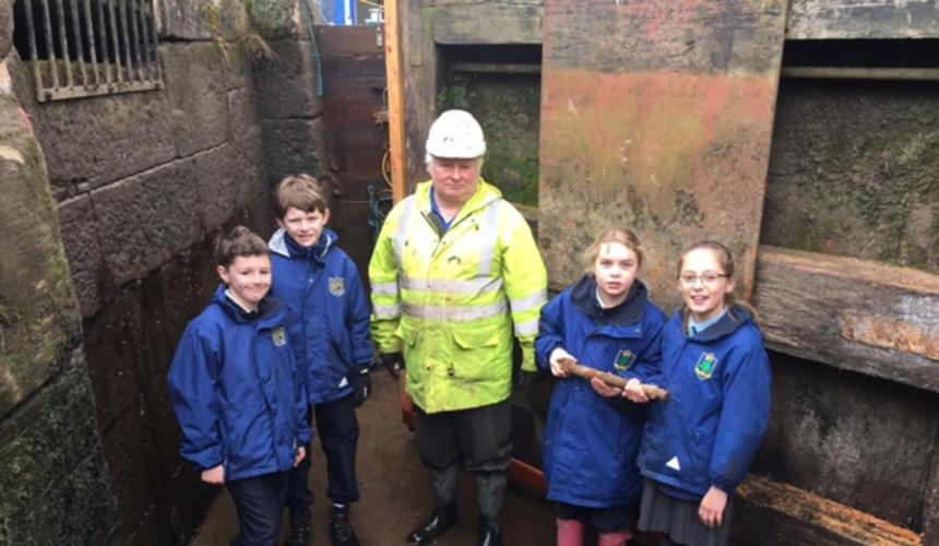 Junior Children Visit Lock 14