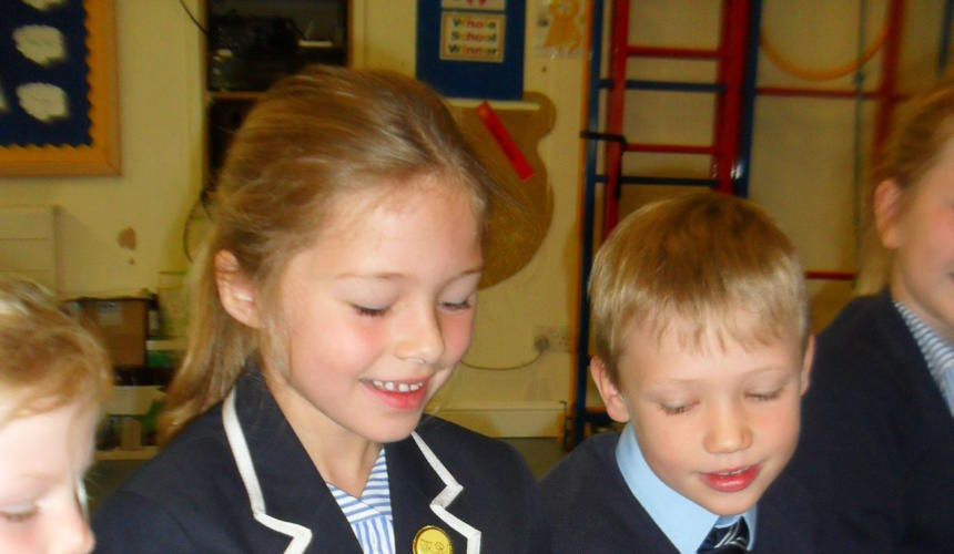 Year 1 Extend Their Science Knowledge in Mini Beast Workshop